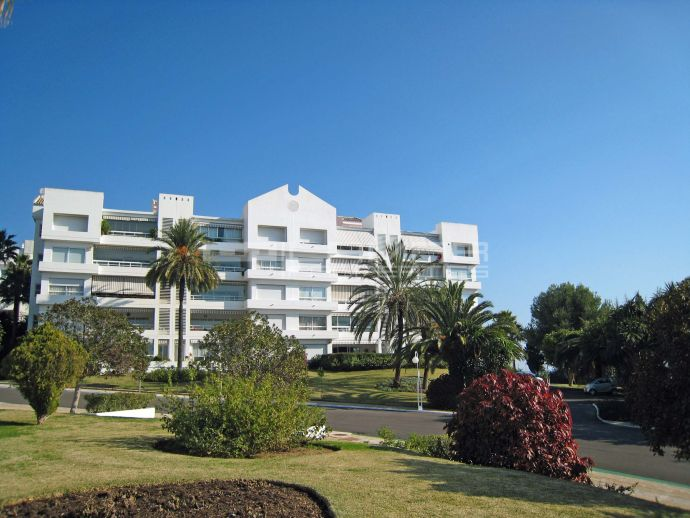 Modern design near the beach in Marbella - Torre Real