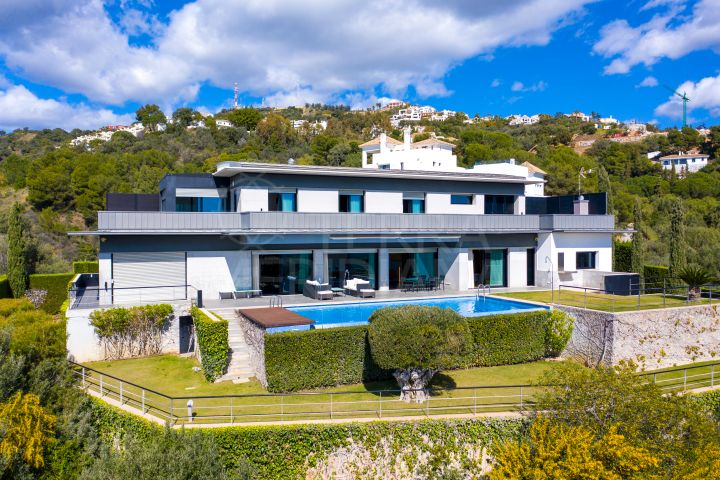 Superb contemporary villa with 5 bedrooms and panoramic sea views for sale in Los Monteros, Marbella