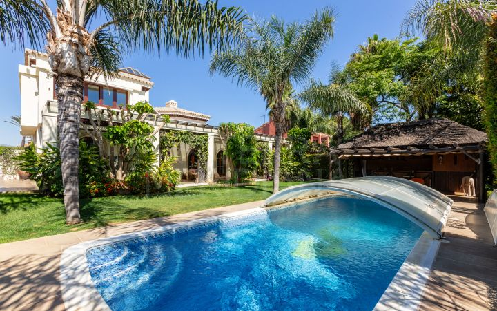 Elegant 6 bedroom villa for sale near the beach in Linda Vista Baja, San Pedro Alcantara