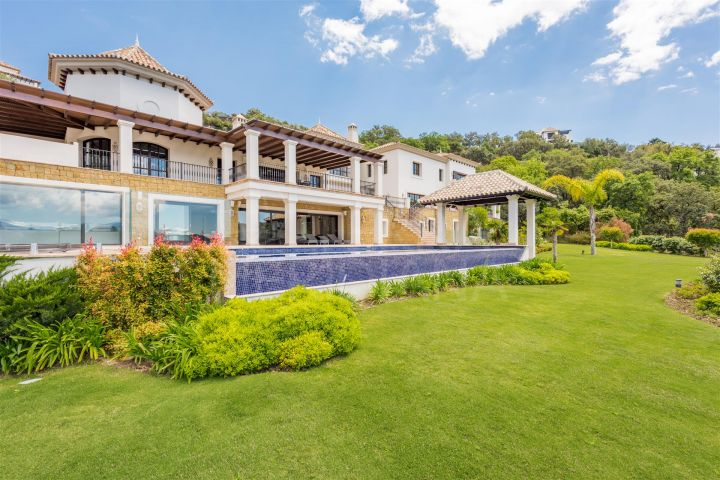 Luxury reformed villa for sale in La Zagaleta, with panoramic views