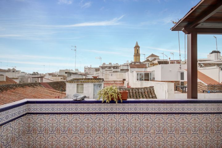 Beautiful 3 bedroom townhouse with roof terrace for sale in Estepona's Old Town