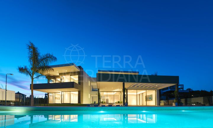 Magnificent contemporary style villa with sea and golf views for sale in Los Flamingos, Benahavis