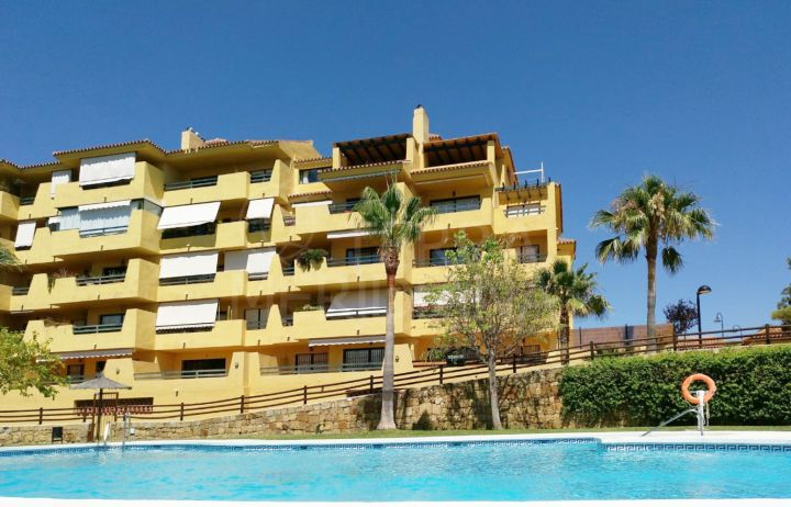 Lovely three bedroom apartment for sale in Selwo on Estepona's New Golden Mile