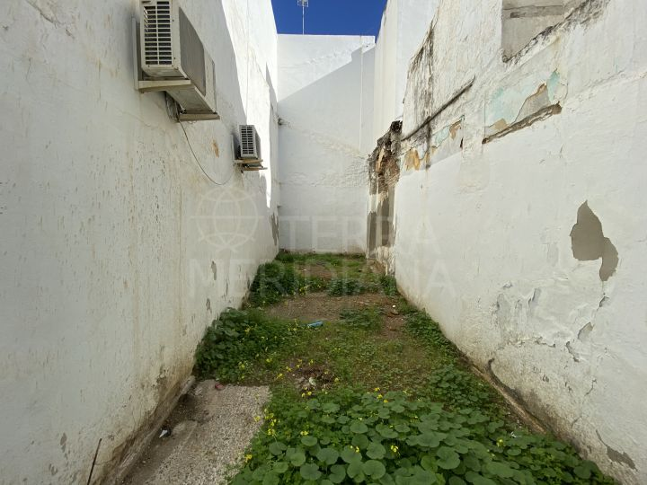 Plot with project and license for sale in the old town of Estepona