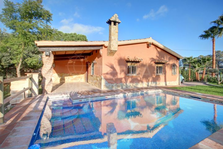 Rustic country villa with 4 bedrooms and private pool for long term rent in Estepona