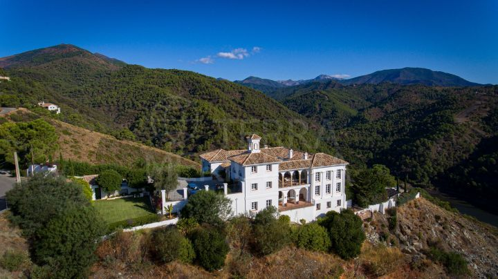 Stunning Spanish style cortijo with 5 bedrooms and sea views for sale in El Madroñal, Benahavis