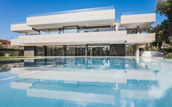 Stunning new built contemporary style ultra luxury villa with 6 bedrooms for sale in Casasola, Estepona