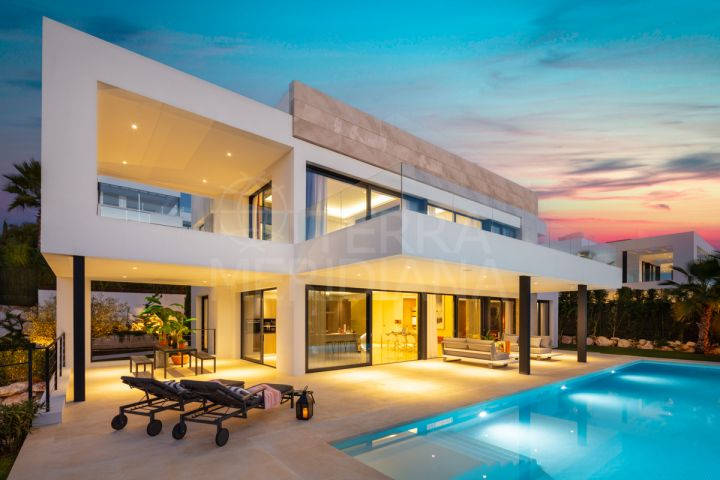Spectacular brand new 6 bedroom luxury villa for sale in the Golf Valley of Nueva Andalucia