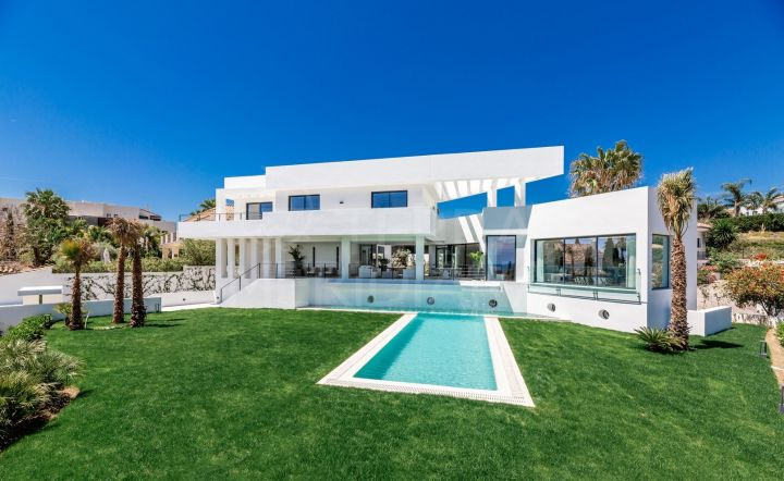 Magnificent contemporary style villa with 5 bedrooms and sea views for sale in Los Flamingos, Benahavis