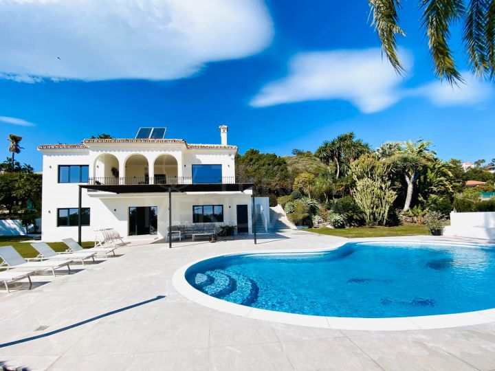 Fabulous upgraded 5 bedroom villa on large plot with sea views for sale in El Padron, Estepona