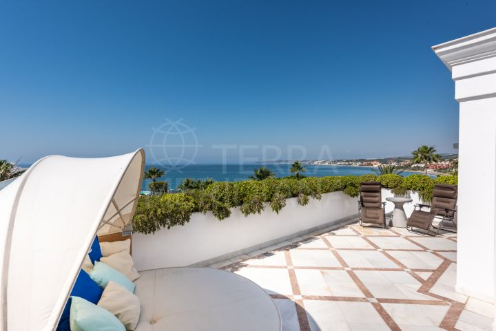 REDUCED! Frontline beach penthouse for sale in Doncella Beach, Estepona