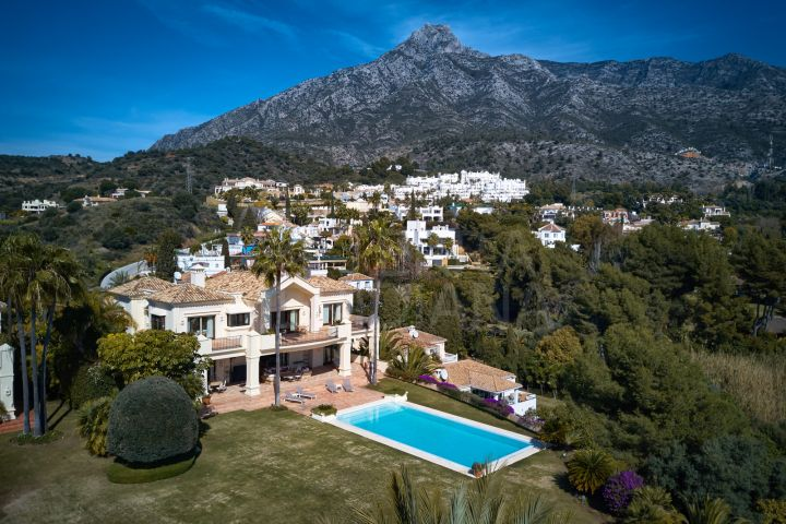 Stately villa with 5 bedrooms and panoramic sea views for sale in Marbella Golden Mile