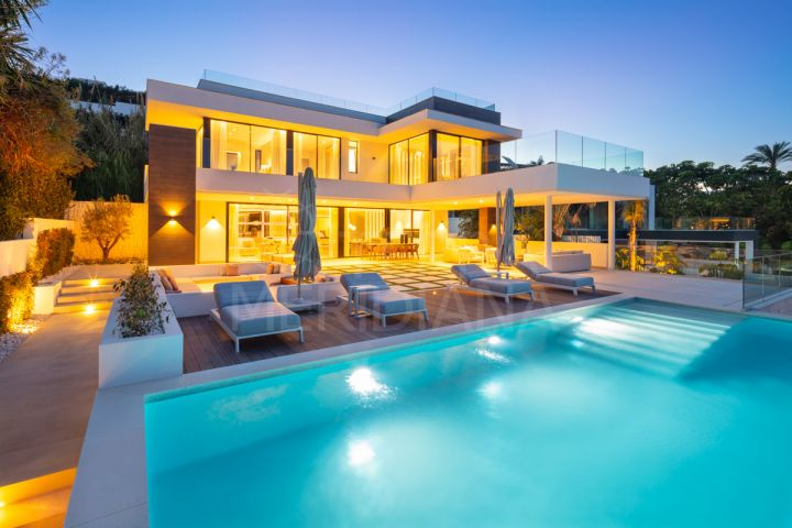 Magnificent brand new contemporary style villa with 5 bedrooms for sale in Nueva Andalucia, Marbella