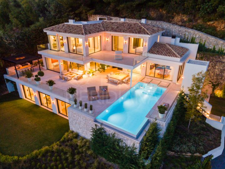 Stunning modern villa with 7 bedrooms and panoramic sea views for sale in Camojan, Marbella
