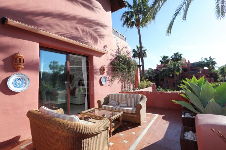 Fabulous 3 bedroom duplex penthouse for sale in Menara Beach, Estepona New Golden Mile