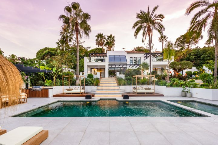 Exquisite villa for sale in Las Brisas, Nueva Andalucia, Marbella
