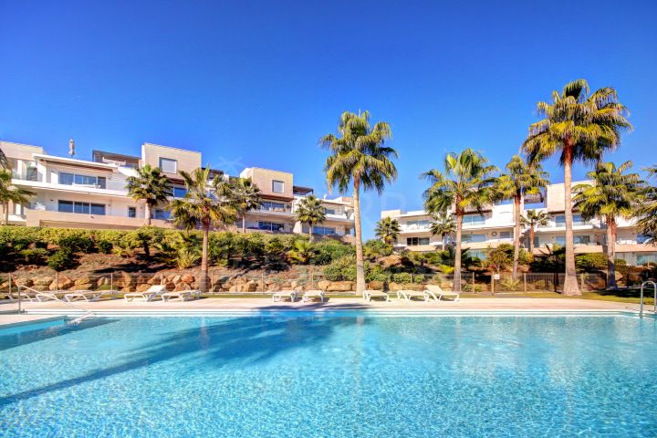 Modern style 3 Bedroom Front Line Beach Apartment for sale in Estepona