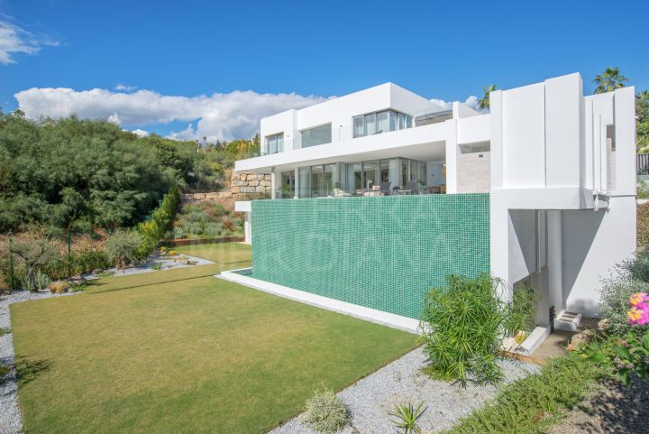 New contemporary villa for sale in Mirador del Paraiso, Benahavis