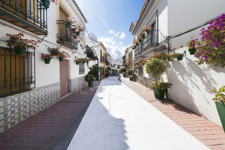 Townhouse with garage for sale in Estepona Old Town