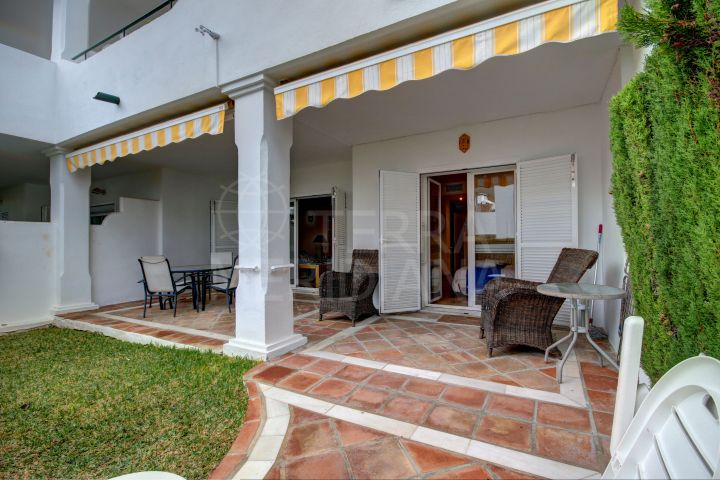 Ground floor apartment with garden for sale in El Presidente, Estepona