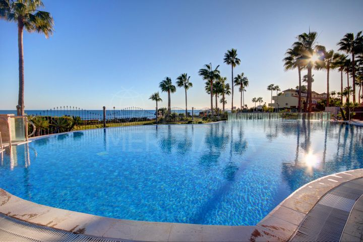 Opportunity! Beautiful ground floor 2 bedroom apartment for sale in Mar Azul, Estepona