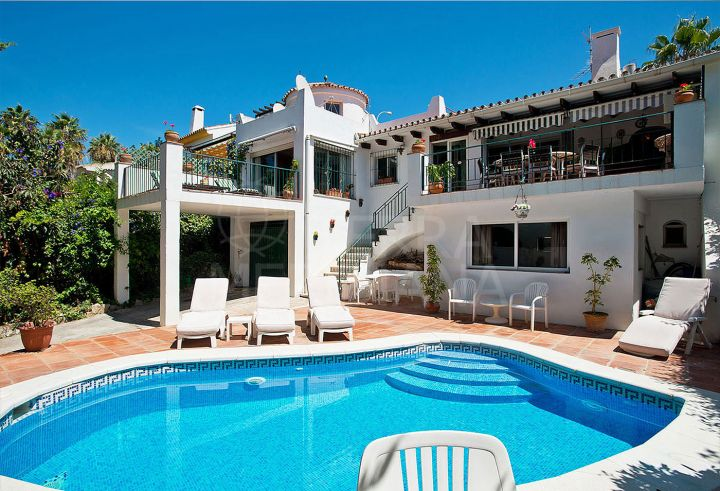 Opportunity! Classic style villa for sale in Nueva Andalucia