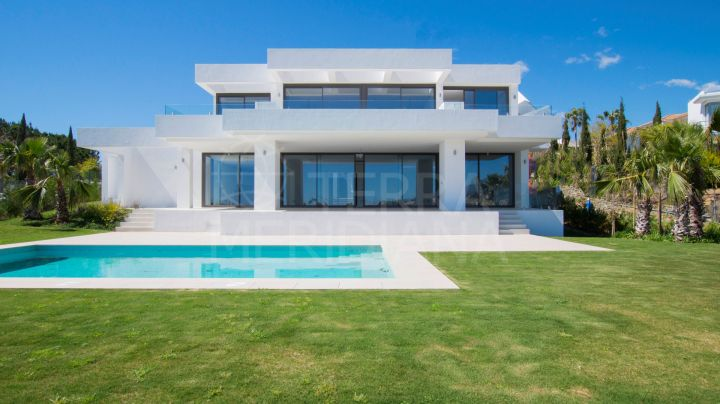 Magnificent contemporary style villa for sale in Los Flamingos, Benahavis