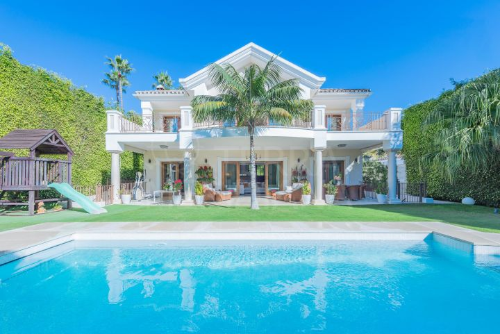 Beachside luxury villa for sale in Casablanca, Marbella Golden Mile