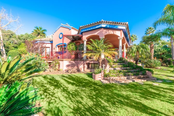 Luxury 4 bedroom villa for sale in Nagueles, Marbella
