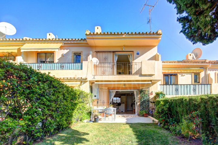 Frontline golf townhouse for sale in Los Olivos, Nueva Andalucia, Marbella