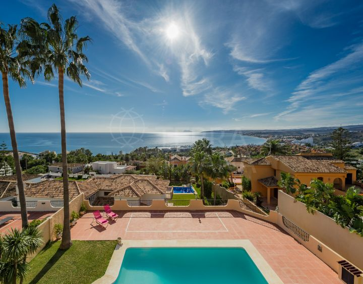 Villa with sea views for sale in Seghers, Estepona