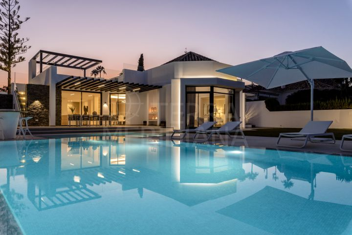 Newly built frontline golf villa for sale in Nueva Andalucia, Marbella