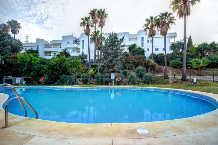 Two Bedroom Apartment for sale in Estepona Golf, Estepona