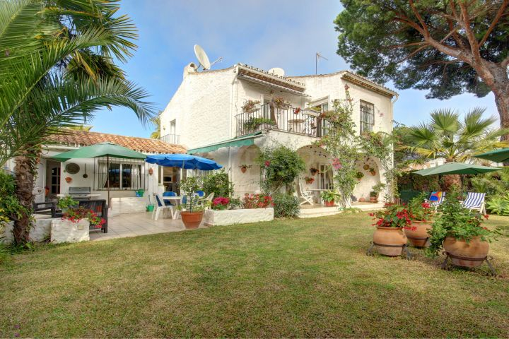 Mediterranean style villa for sale in Benamara, New Golden Mile Estepona