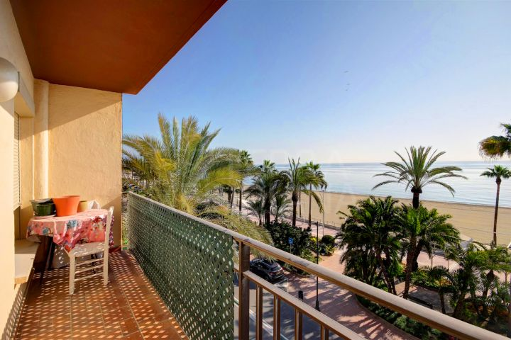 Frontline beach apartment for sale on the 3rd floor, Estepona Centre