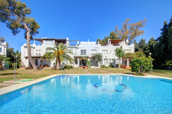 Delightful 3 bedroom townhouse for sale in Sol Europa Golf, Nueva Andalucia