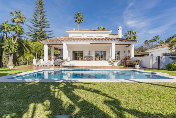 Luxury villa for sale in Parcelas del Golf, Nueva Andalucia, Marbella