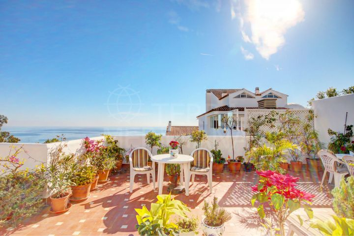 Penthouse Apartment with stunning sea views for sale in Bahia de Estepona,