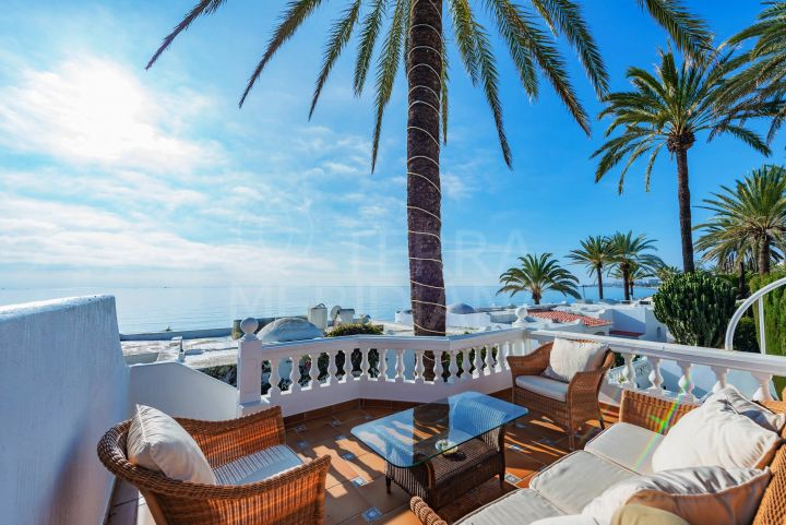 Beachside bungalow for sale in El Oasis Club, Marbella Golden Mile