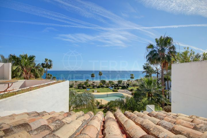 Fabulous duplex 3 bedroom penthouse in front line beach position for sale in Costalita, Estepona