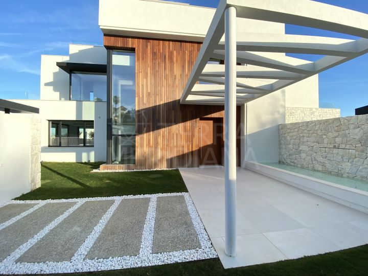 Beautiful Modern Style villa for sale in La Quinta, Benahavis