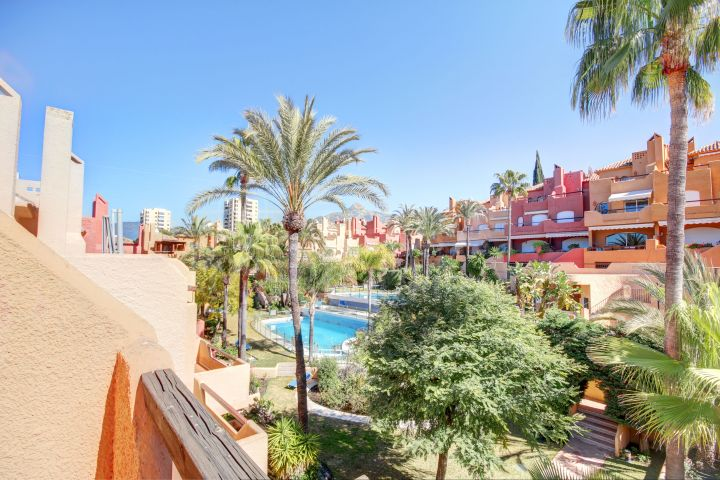 Spacious 3 bedroom townhouse for sale in El Palmeral, Nueva Andalucia