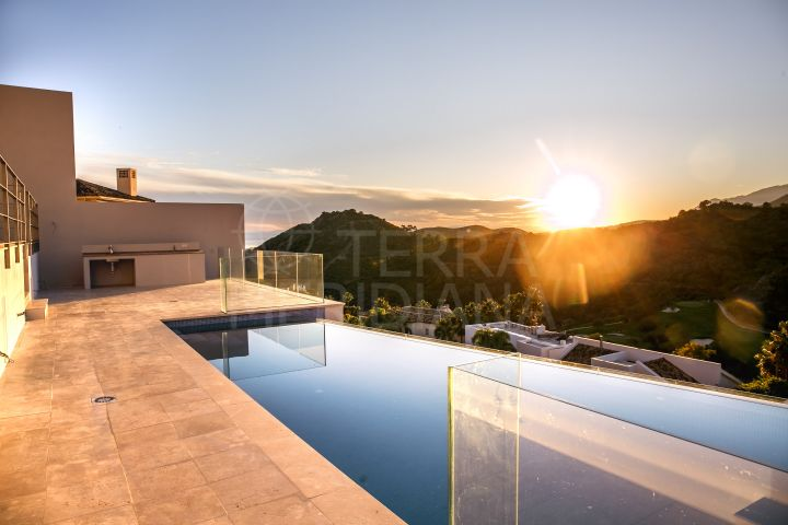 New villa with golf views for sale in Los Arqueros, Benahavis