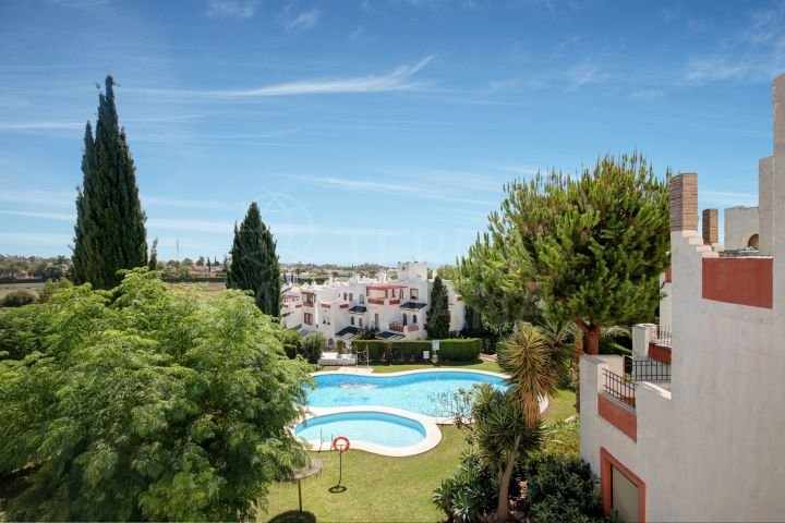 Spacious 4 bedroom, well located townhouse for sale in Cancelada, Estepona