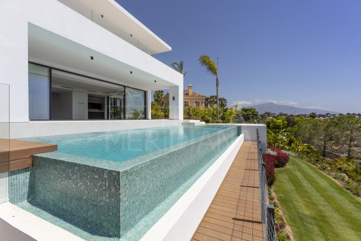 Brand new modern villa for sale in el Paraiso Estepona