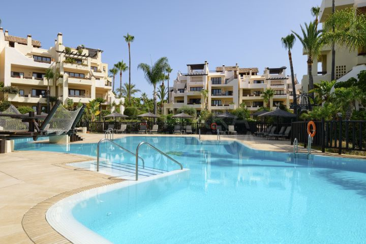 Fabulous 3 bedroom apartment for sale in the front line beach community of Bahia del Velerin