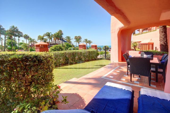 Beautiful beachfront ground floor apartment with 2 bedrooms for sale in Cabo Bermejo, Estepona