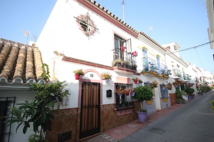 Immaculate townhouse for sale in the Golden Triangle area of Estepona Old Town
