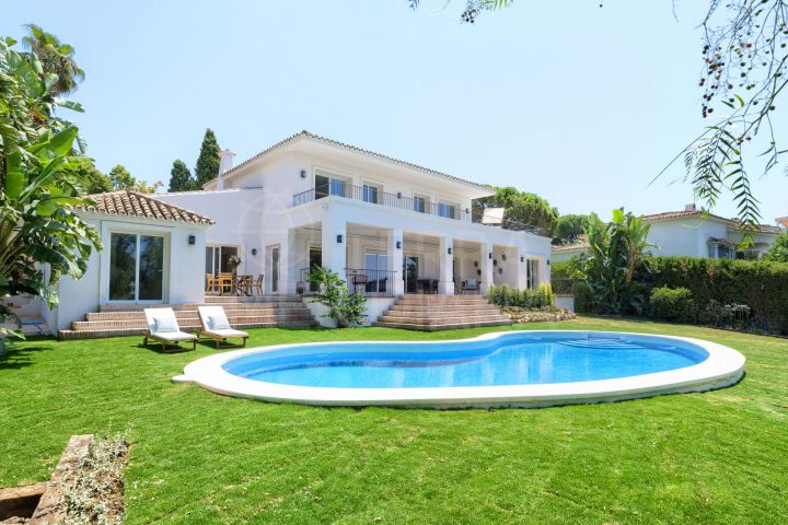 Mediterranean style villa in a front-line golf position for sale in Guadalmina Alta, Marbella