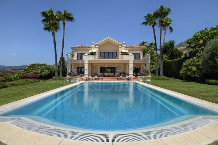 Spectacular Mediterranean style luxury villa with sea views for sale in Marbella Hill Club